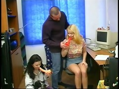 a dad play with 2 teenagers cuties and their