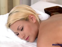 massage rooms blond with pretty feet has her hole