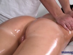 massage rooms sexy babe squirting when getting